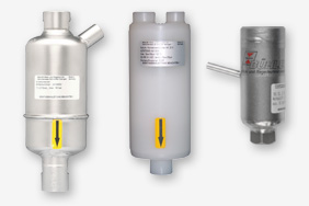 Condensate pre-separator for high operational reliability and a long service life